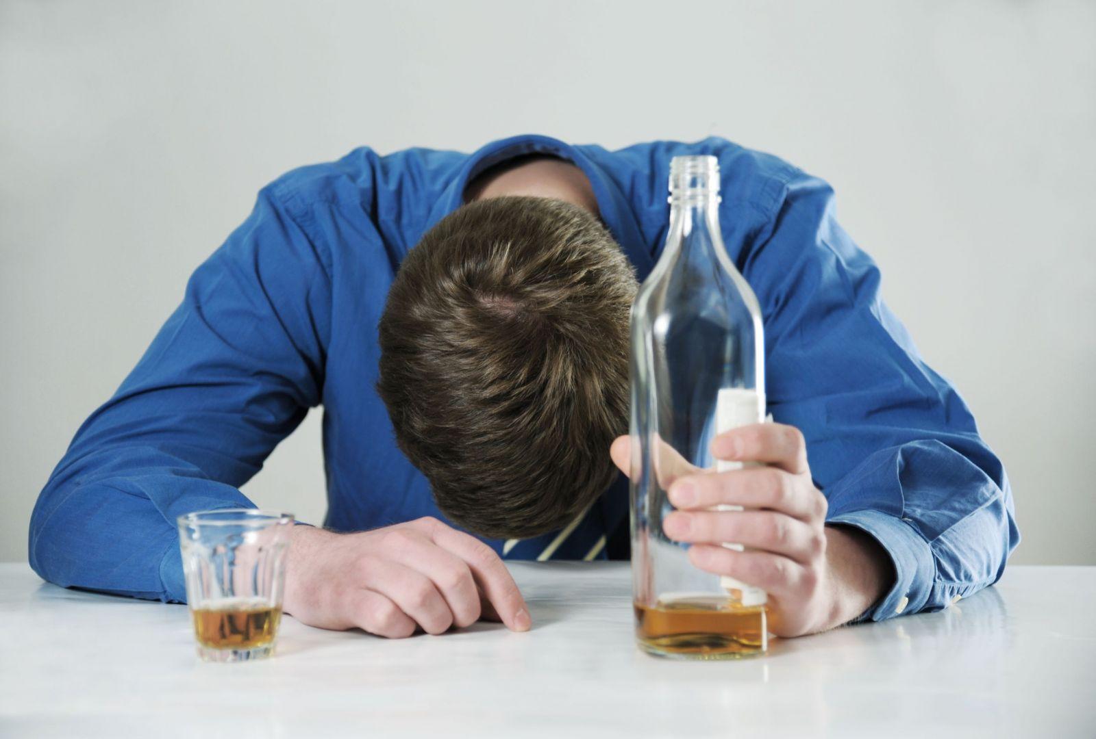 Как избавиться от алкогольного отравления в домашних условиях