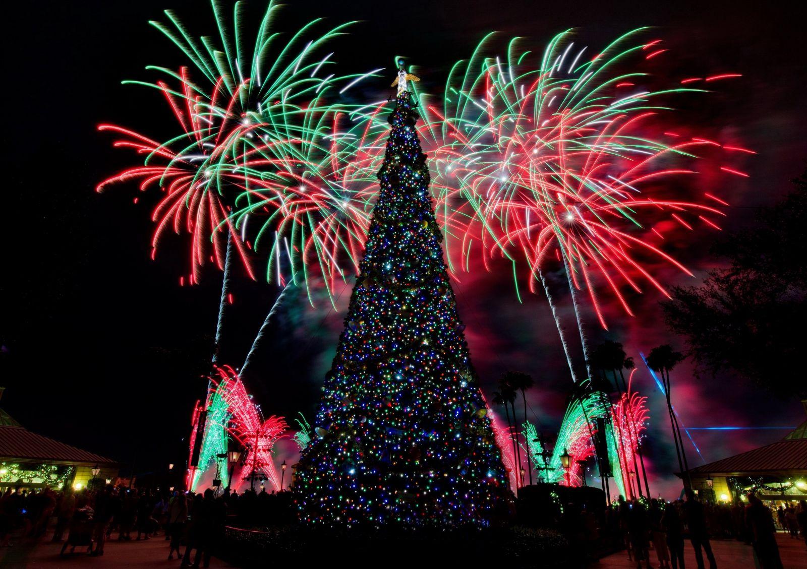 Пережить рождественские каникулы: как спастись от похмелья, обжорства и ожогов
