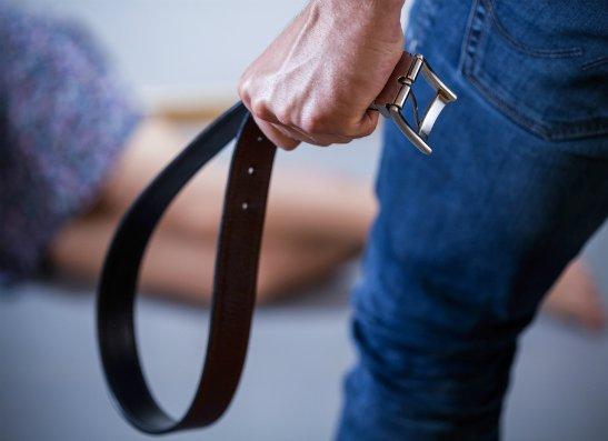 ВОренбурге 32-летний отчим избил ремнем падчерицу