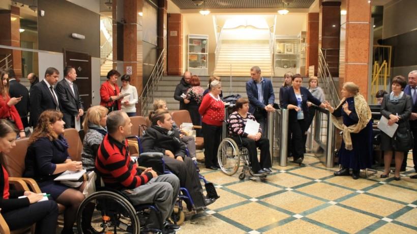 ВОренбурге инвалиды несмогли попасть нафорум обезбарьерной среде