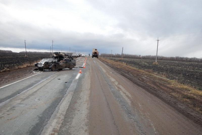 Под Бузулуком столкнулись ВАЗ и«КамАЗ»: умер шофёр легковушки