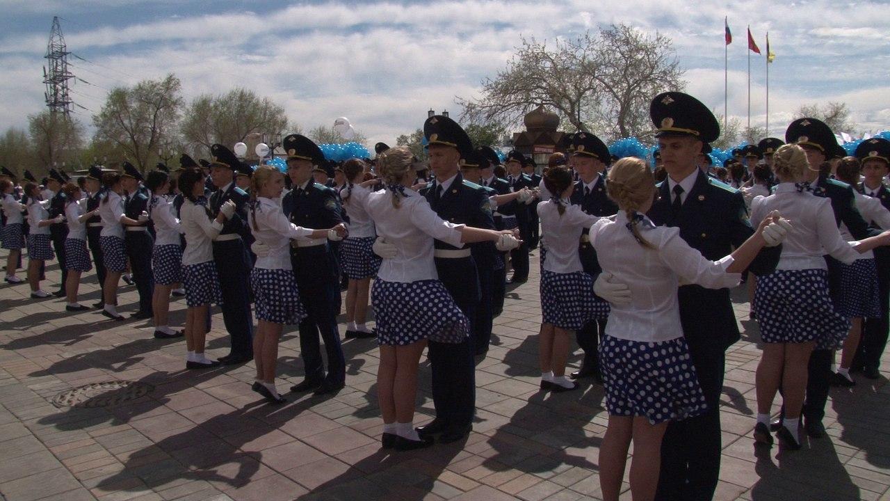 Оренбуржцы станцевали «Вальс Победы»