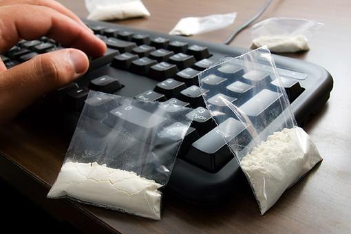 111 человек посадили в тюрьму за распространение наркотиков через сеть