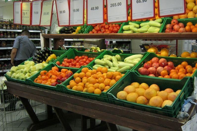 занимает выкладка фруктов и овощей фото реальных людей так