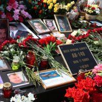 Родственники погибших в авиакатастрофе Ан-148 вспомнили близких на месте трагедии