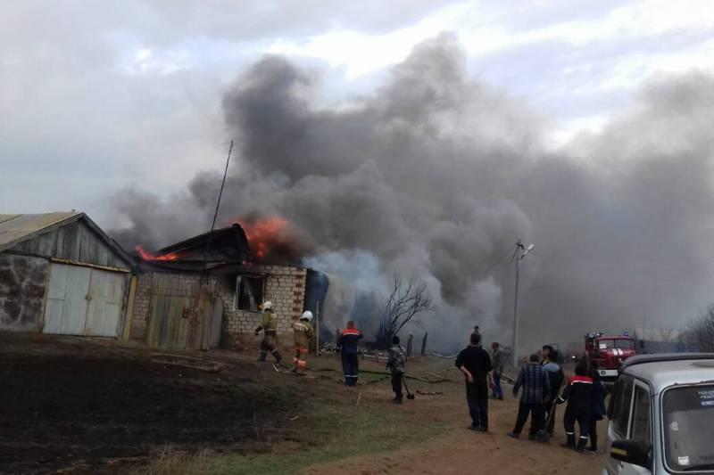 Ил-76 сбросил 40 тонн воды наочаг пожара вОренбургской области