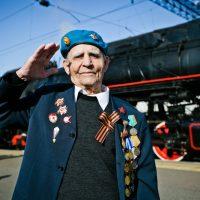 Пассажирами ретро-поезда в Оренбуржье стали 100 ветеранов
