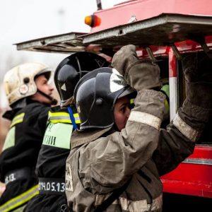 В Кваркенском районе сгорели машина, гараж и два мотоцикла