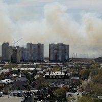 Степные пожары: на окраинах Оренбурга горит сухая трава