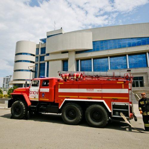 На учебном пожаре в Оренбурге спасли 200 посетителей спортивно-культурного комплекса