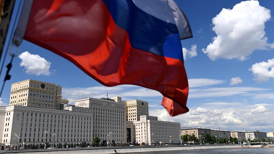 Оренбуржцы развернули 20-метровый триколор в День флага РФ