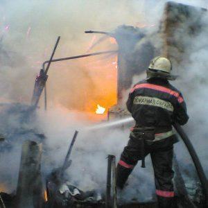 В «Паровозике» сгорели дача и хозпостройки