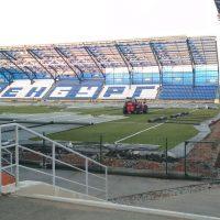 На стадионе «Газовик» появится новый газон и электронные щиты