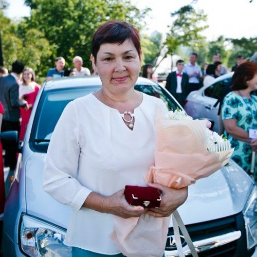 Награда за знания: лучшим учителям Оренбуржья вручили автомобили