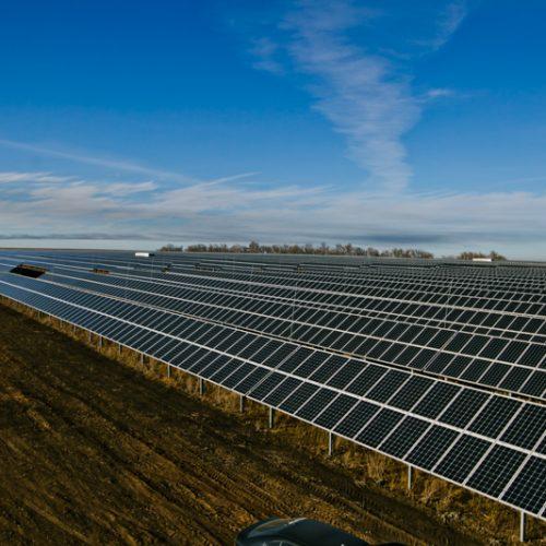В Оренбуржье запустили солнечные электростанции «Уран» и «Нептун»