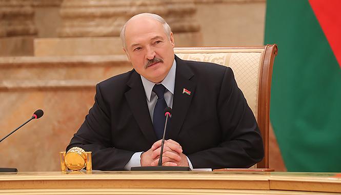 «Наш союз – заслуга регионов». Лукашенко рассказал журналистам об экономике, геополитике, конфетах и рэперах