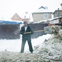 Снег vs трактор: жители Оренбурга снова недовольны качеством уборки улиц
