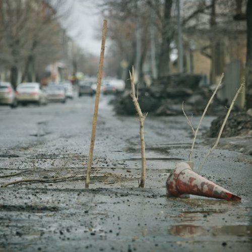 Весна пришла – дороги смыло. Автомобильный Оренбург встал в ожидании ямочного ремонта