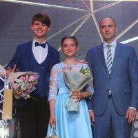 Золотой бал: Денис Паслер поздравил лучших выпускников Оренбуржья