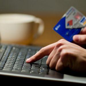 Банковские карты предложили блокировать при подозрительных зачислениях