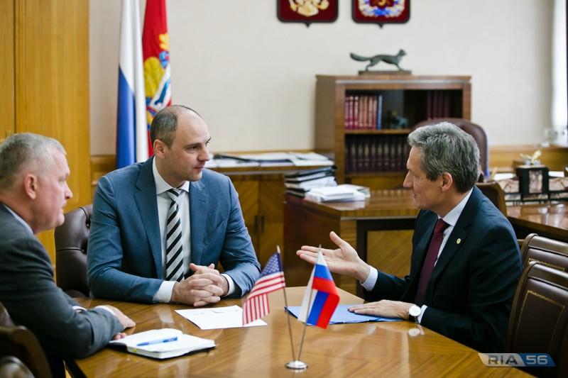 Денис Паслер обсудил с представителями «Джон Дир» перенос завода из Подмосковья