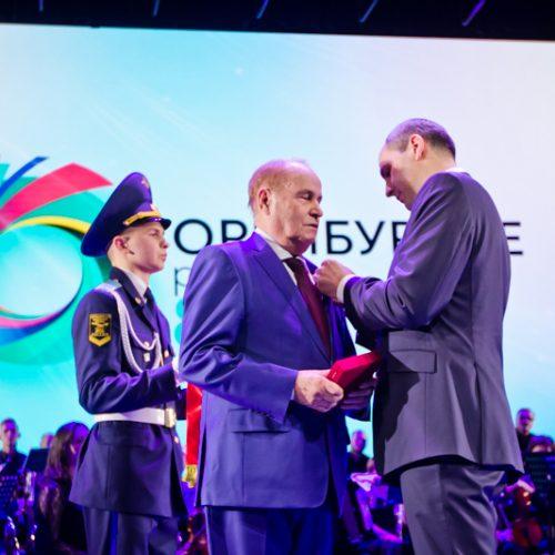 Денис Паслер вручил государственные награды во время празднования 85-летия образования Оренбуржья
