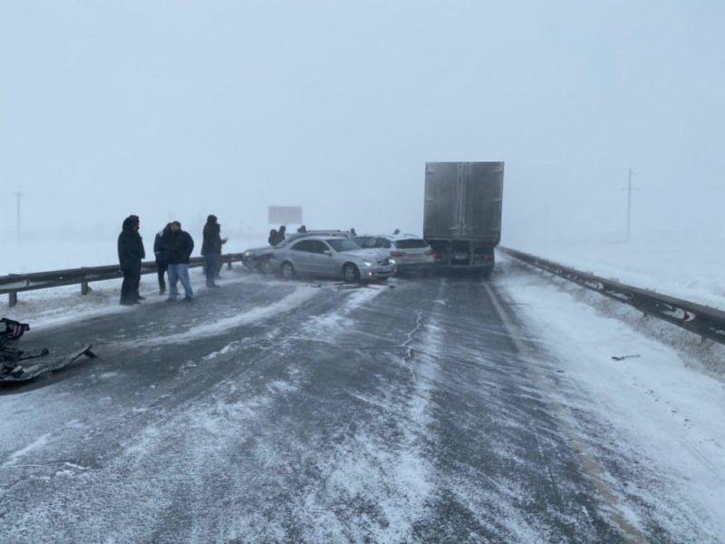 Опубликовано видео ДТП с участием семи автомобилей на трассе Оренбург-Орск