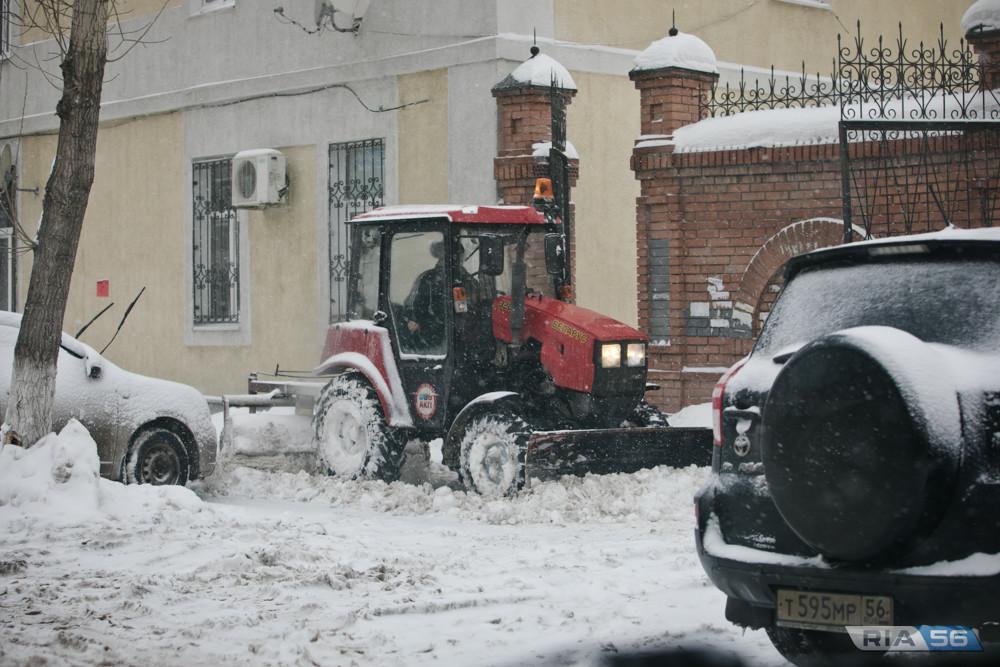 Коммунальные службы вывезли 20 тысяч кубометров снега из Оренбурга