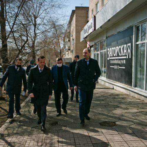 Денис Паслер и Владимир Ильиных проверили ход дорожных работ в Оренбурге