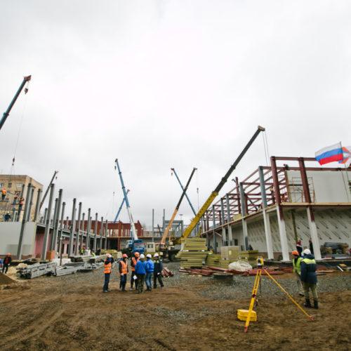 Оренбургский военный медицинский центр строят более 500 человек
