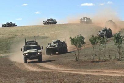 Проверка войск в ходе учений проходит на Донгузском полигоне