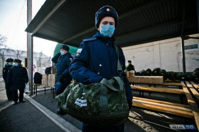 Более 300 оренбуржцев отправились служить на Дальний Восток