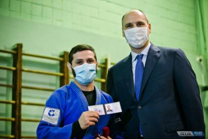 Оренбургскому дзюдоисту Роберту Мшвидобадзе вручили премию губернатора