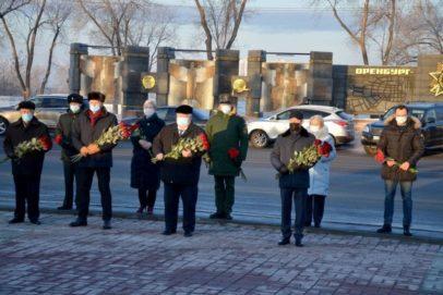 В День Неизвестного солдата в Оренбурге возложили цветы к Вечному огню