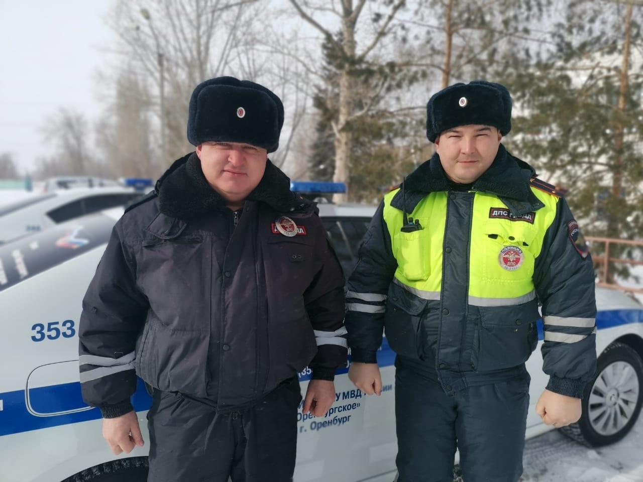 Оренбургские инспекторы ДПС помогли водителю и пассажирам автобуса