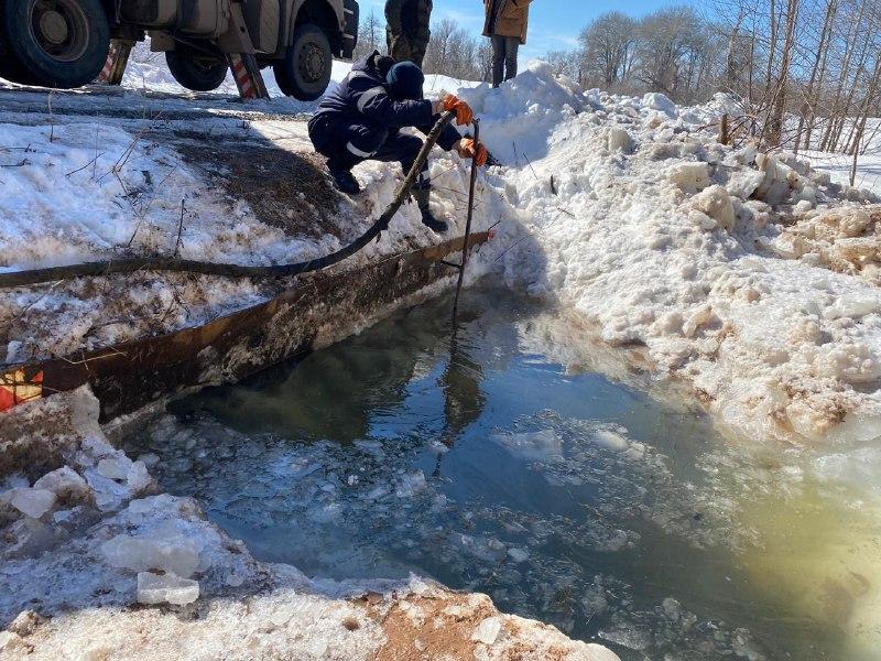 В Колтубановке оперативно предотвратили угрозу затопления моста