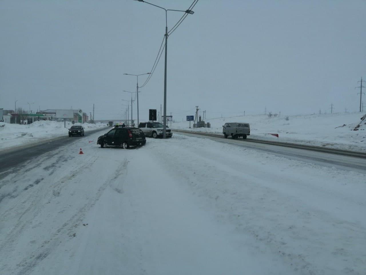 На оренбургской трассе столкнулись «Шкода» и «Лада»