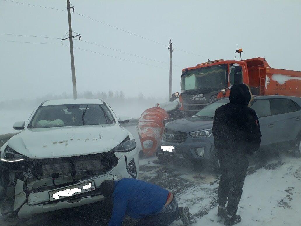 В Пономаревском районе столкнулись шесть автомобилей и дорожная техника