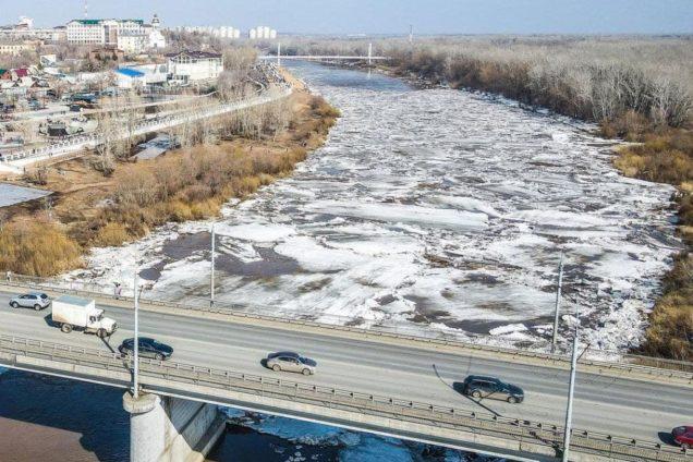 В Оренбурге на реке Урал начался ледоход