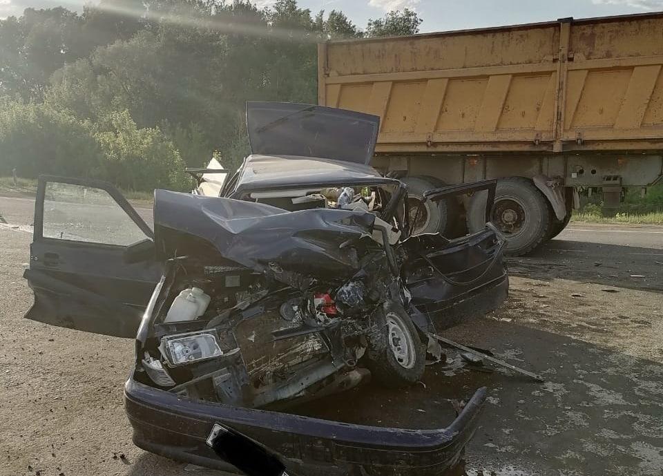 В ДТП на оренбургской трассе пострадали водитель «ВАЗа» и беременная девушка-пассажир