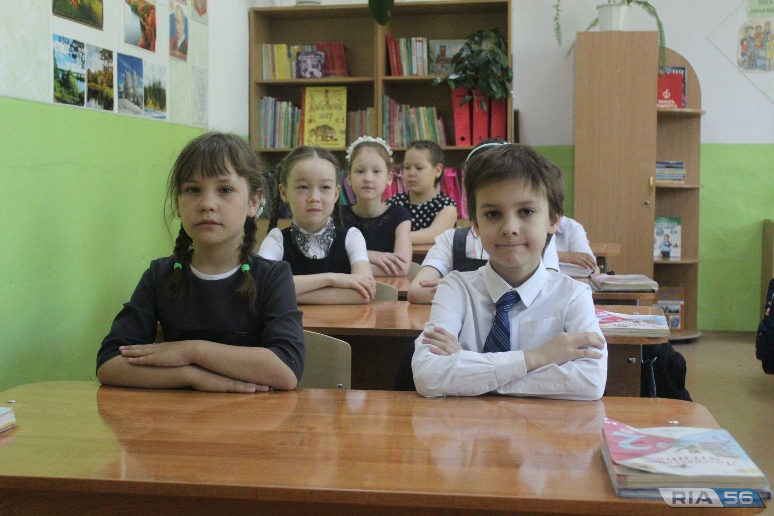 Кувандыкским школьникам подарили  мебель