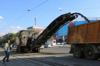 В Орске до 1 июля должен быть выполнен ремонт участка дороги перед драмтеатром