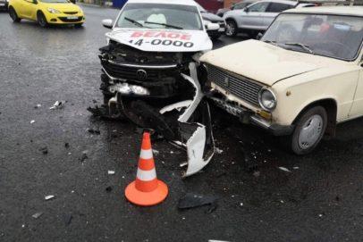 В Оренбурге на перекрестке пр. Победы и ул. С. Разина столкнулись три автомобиля