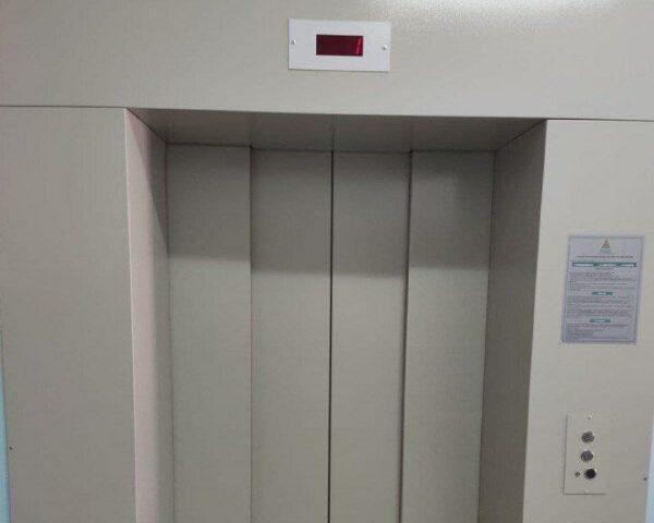 В Переволоцкой районной больнице установили новое лифтовое оборудование